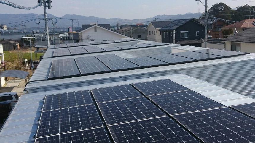 写真:太陽光発電パネル
